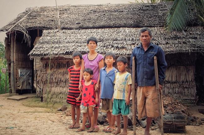 """Radio kỳ 291: Hoàn cảnh của gia đình ông Thạch Xoài và 4 đứa cháu ngoại """"mồ côi"""" ở Trà Vinh."""